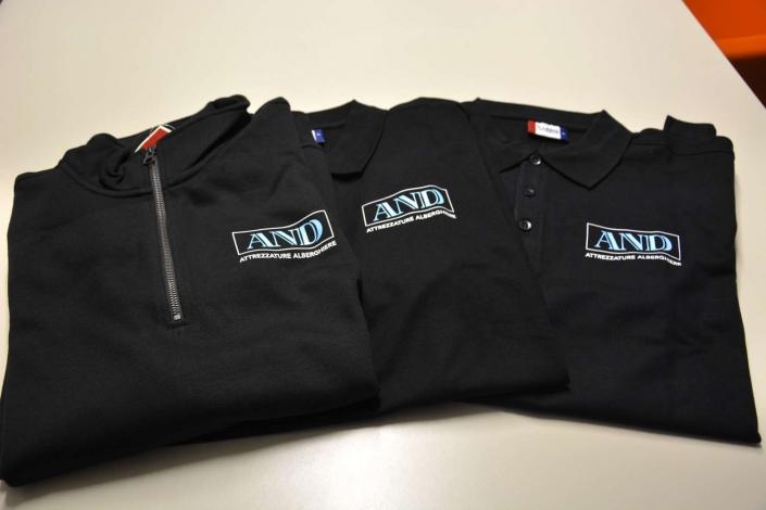 Personalizzazione magliette e abbigliamento aziendale