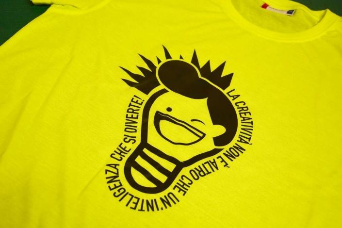 Personalizzazione t-shirt con grafica accattivante a Monza